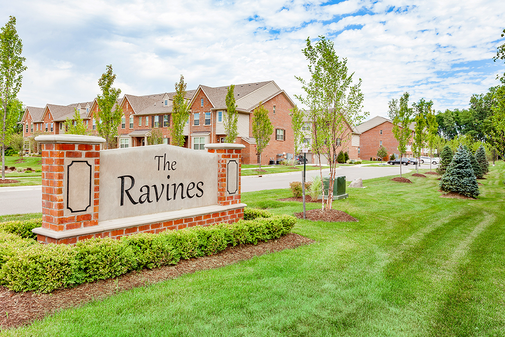 Luxury Apartments & Townhomes For Rent Plymouth, Michigan | Ravines of Plymouth - IMG_1723_Ravines_of_Plymouth_Townhomes_Community_Entrance